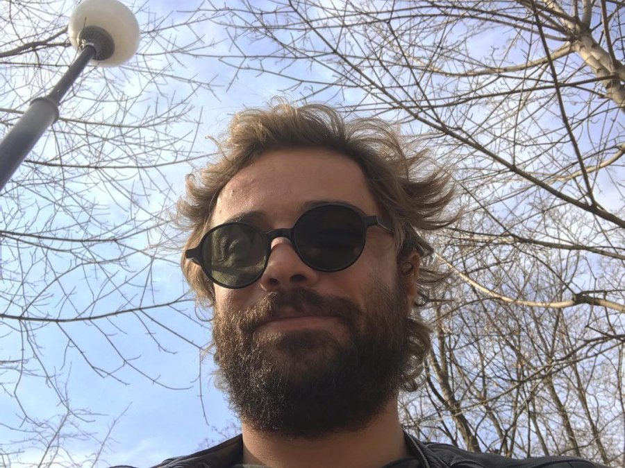 Обросший Илья Глинников стал похож на бомжа
