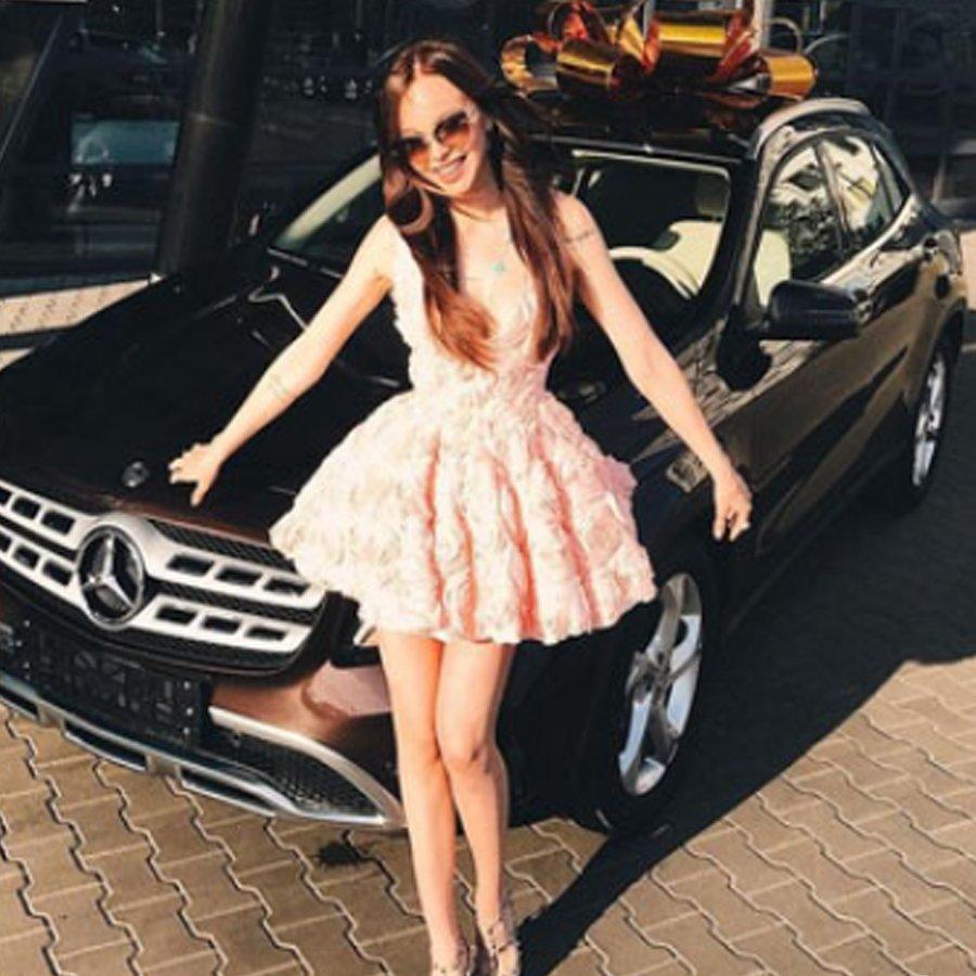 Анастасия Лисова похвасталась дорогим подарком от своего супруга