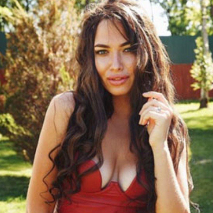 Зрители определили реальный возраст Кати Зиновьевой по ее груди