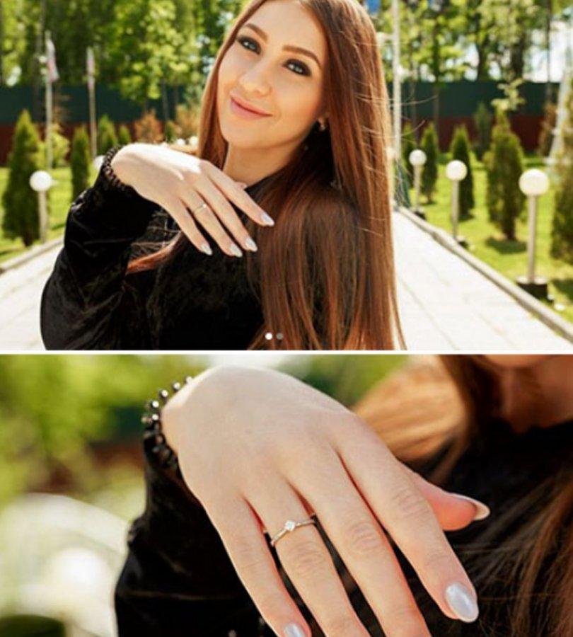 Алена Савкина показала кольцо, подаренное Яббаровым во время предложения руки и сердца