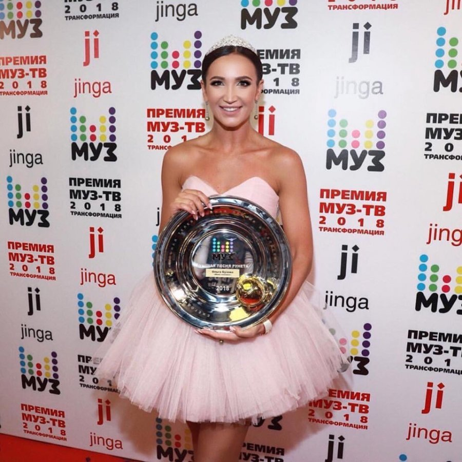Ольга Бузова получила награду на премии телеканала МузТВ