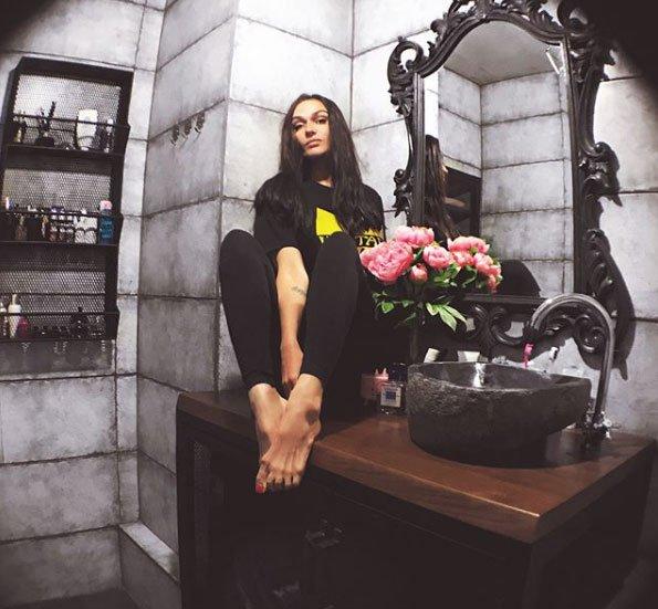 Подписчики высмеяли манеру Алены Водонаевой одеваться как 16-летний тинейджер