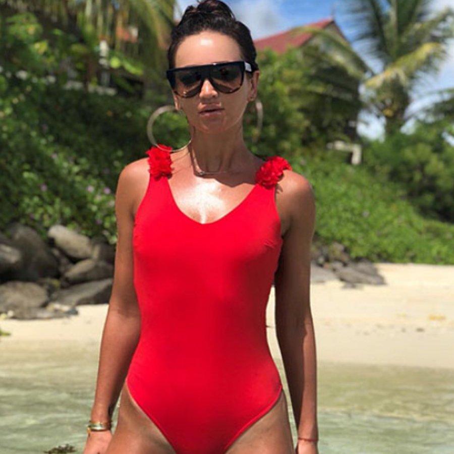 Фигура Ольги Бузовой подверглась критике из-за ее нового купальника