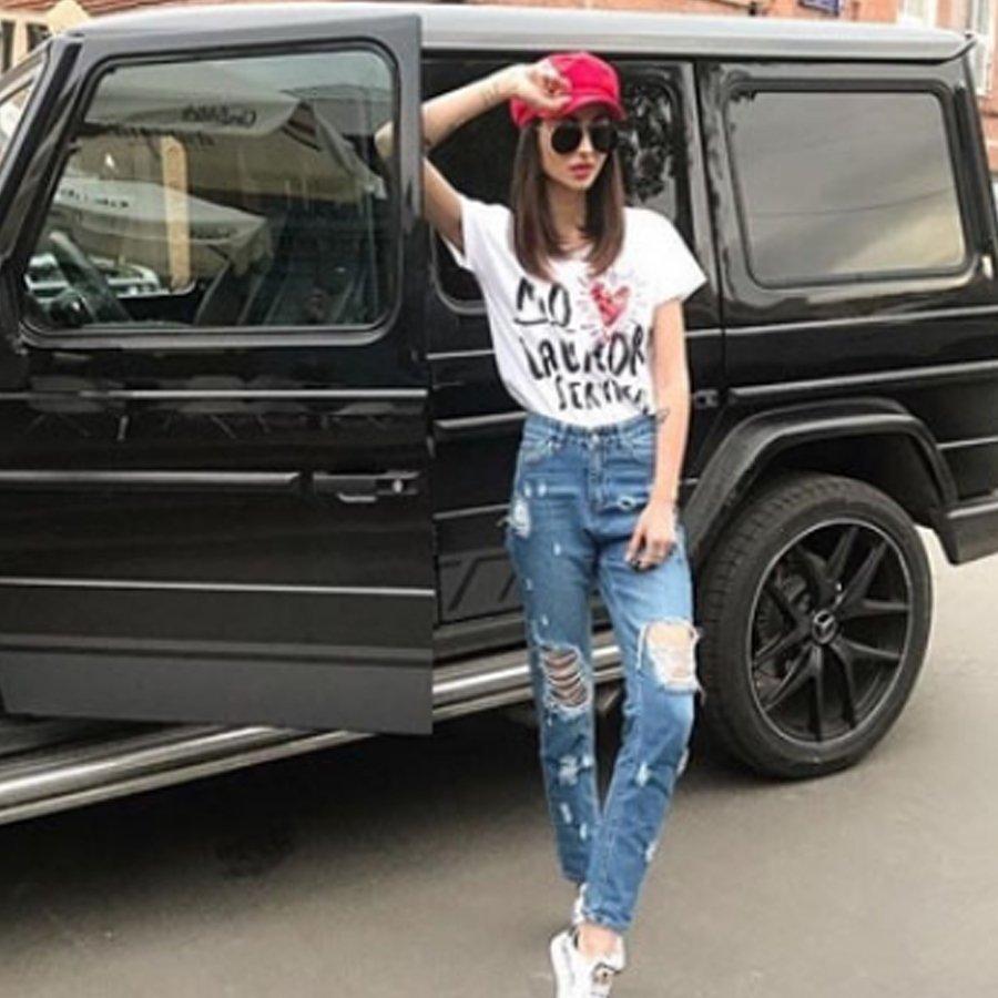 Лера Фрост похвасталась шикарным автомобилем, который появился у нее после расставания с Захаром Саленко