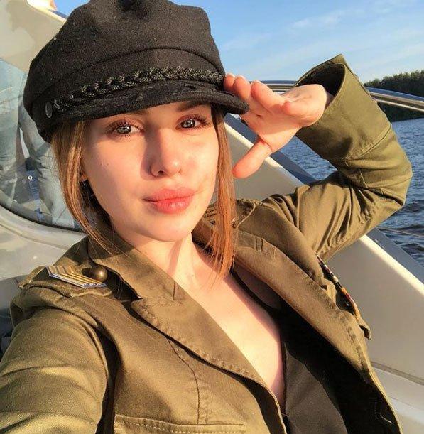 Фолловеры считают, что Александра Артемова забеременела