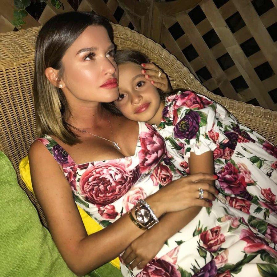 Фотоподборка с отдыха в Италии Ксении Бородиной со старшей дочерью Марусей