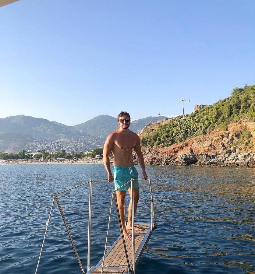Фотоподборка с очередного отдыха на море Виктории Романец и Антона Гусева