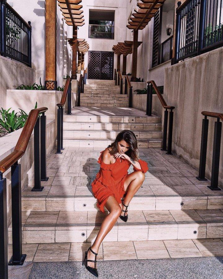 Красивая фотосессия милой ведущей «Дом 2» Ксении Бородиной