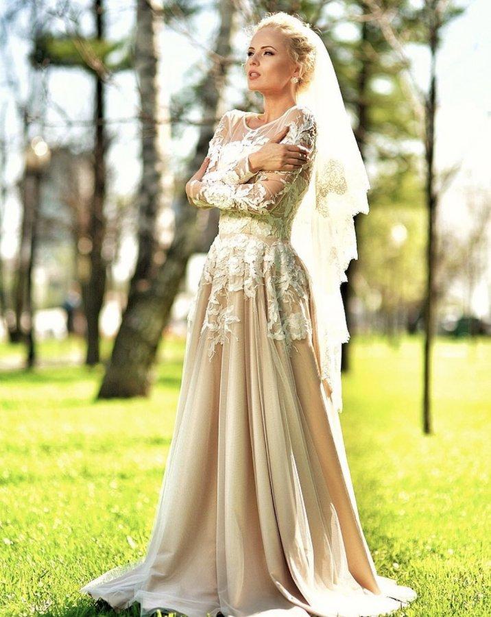 Фотосессия прекрасной Александры Харитоновой в свадебных платьях