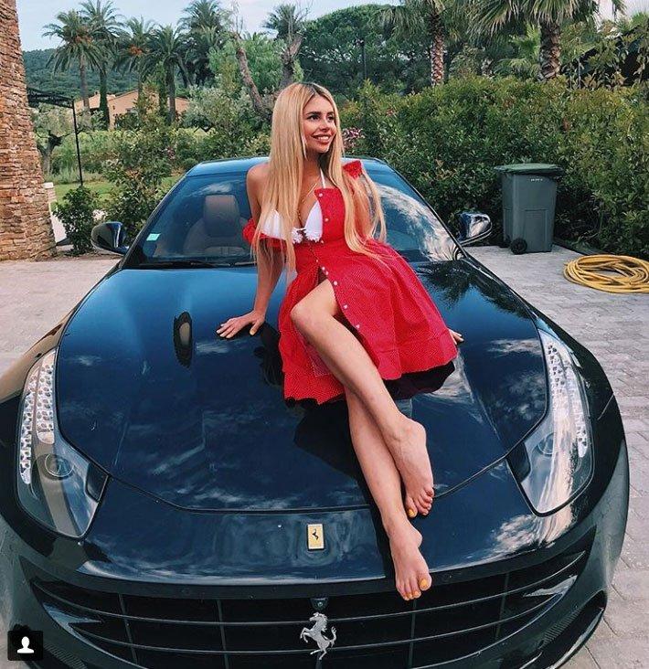 Фото Алисы Литинской на Ferrari произвело фурор