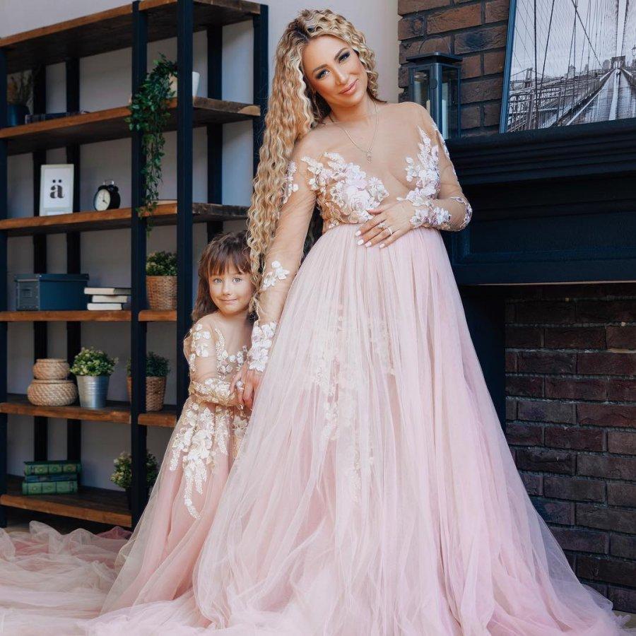Фотосессия беременной Алёны Ашмариной с Ильёй Григоренко и дочкой