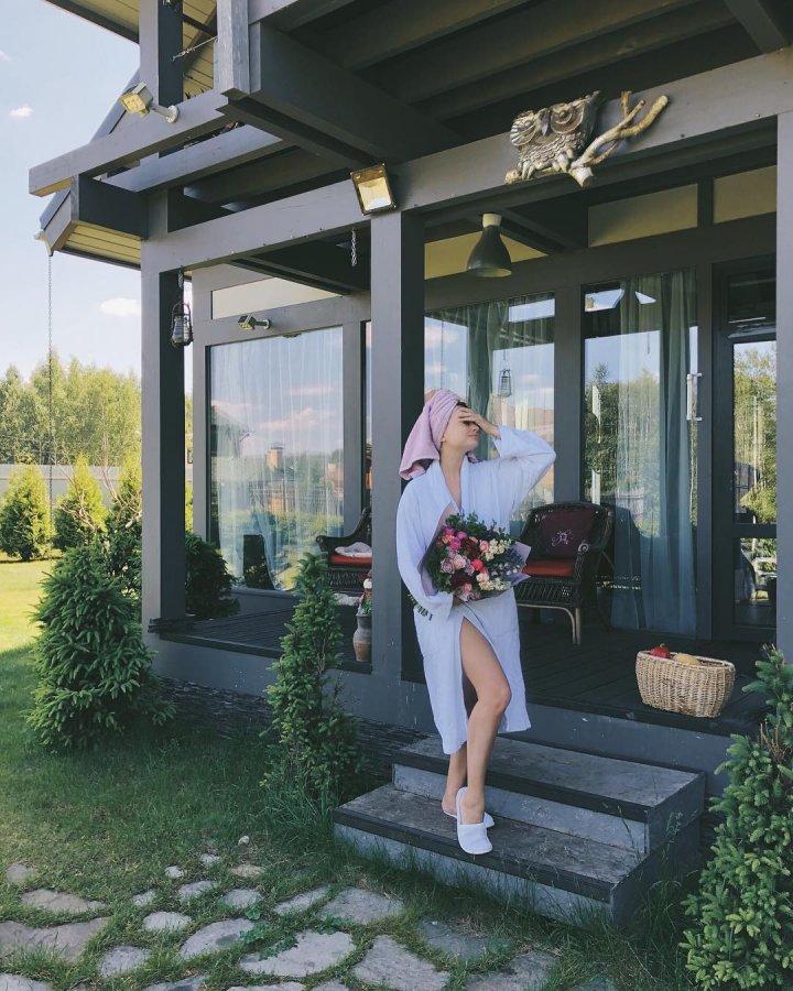 Загородная жизнь экс-участницы «Дом 2» Нелли Ермолаевой