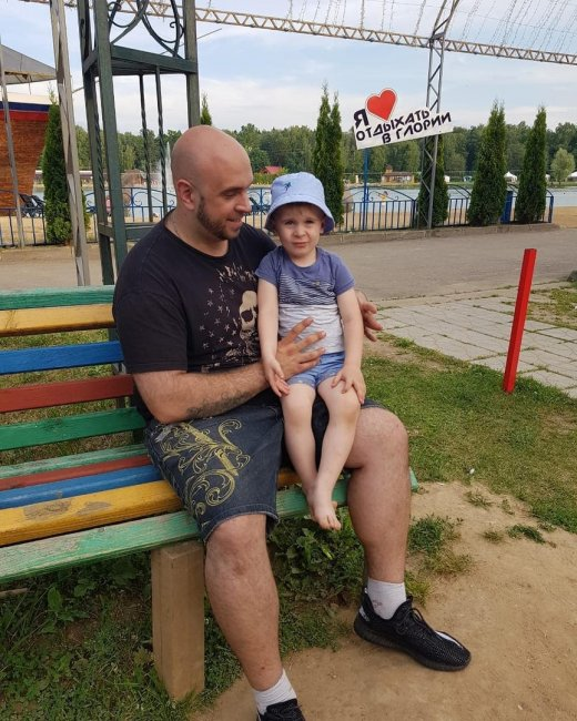 Глеб Жемчугов и Ольга Ветер проводят время вместе с сыном на озере