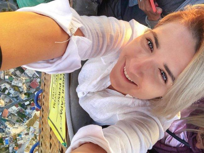 Ольга Николаева просит научить её красиво смеяться