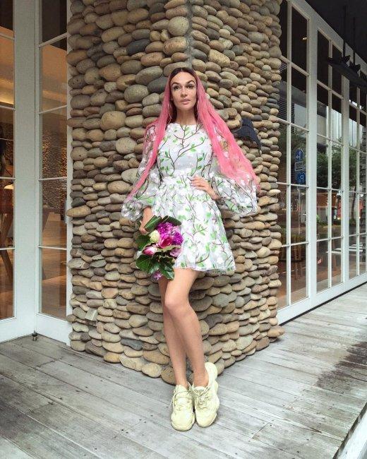 Алене Водонаевой в подростковом платье посоветовали носить вещи по возрасту