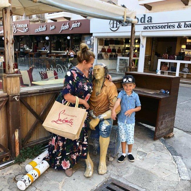 Ирина Агибалова вместе с дочерью и внуком отдыхает на Кипре