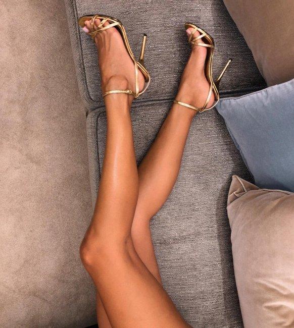 Виктория Боня похвасталась коллекцией обуви из 200 пар