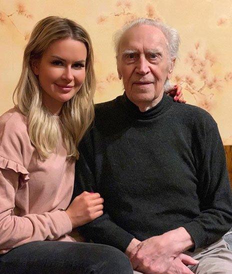 Марина Африкантова была очень рада повидаться с дедулей