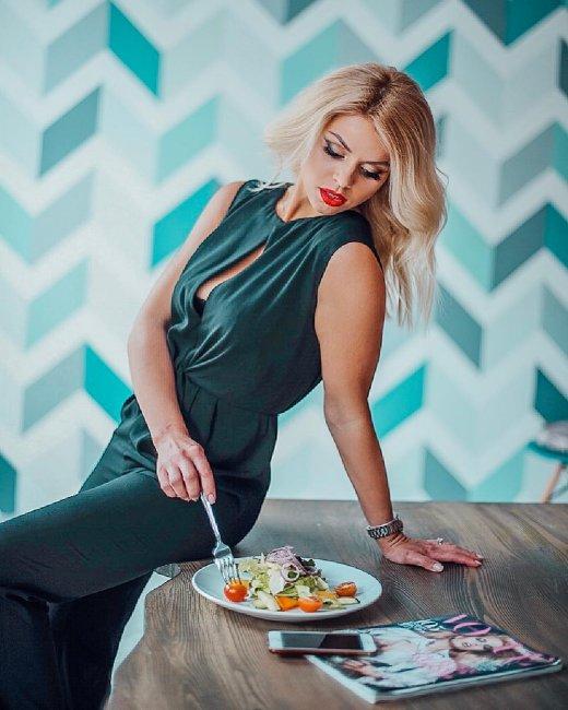 Оксана Стрункина поделилась своим способом безопасно кушать сладости