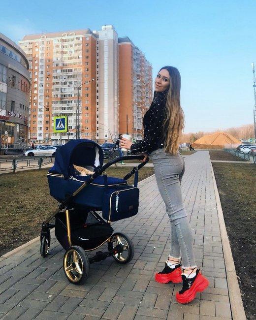Алена Савкина намекает Илье Яббарову на необходимость уплаты алиментов