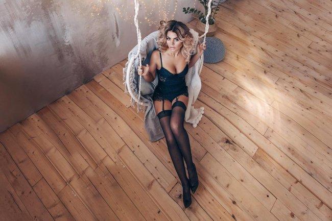 Страстная фотосессия экс-участницы «Дом 2» Оксаны Стрункиной