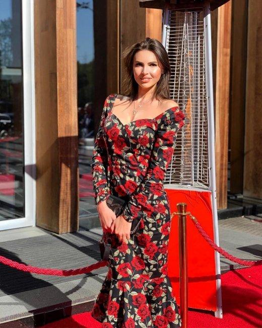 Фотосессия Эллы Сухановой в платье из своей новой коллекции