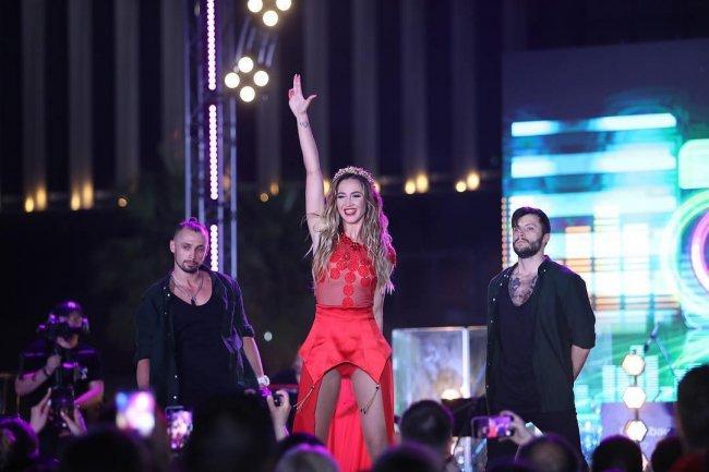 Фотоподборка ведущей «Дом 2» Ольги Бузовой с фестиваля «ЖАРА» в Дубае