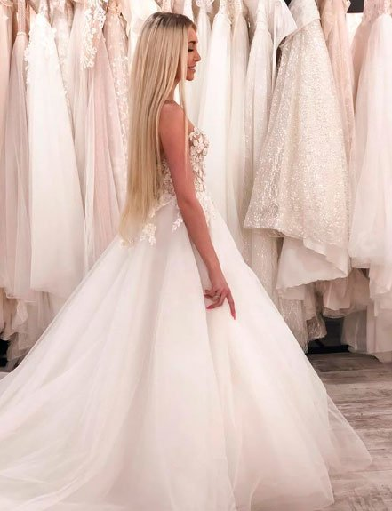 Кристина Дерябина выбирает своё идеальное свадебное платье