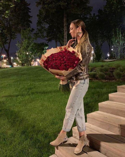 Ольгу Бузову высмеяли за хвастовство букетиком роз