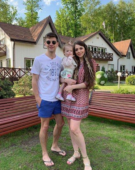 Оля Рапунцель обрекает свою дочь на подобную своей судьбу