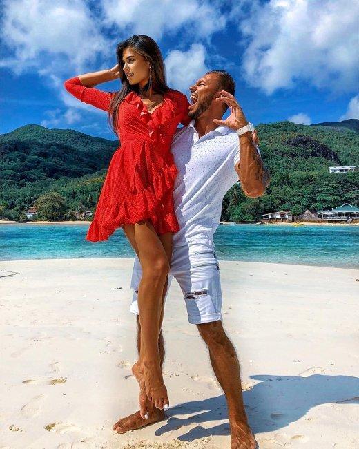 Фотоподборка влюблённых Саймона Марданшина и Анастасии Якуб с «Острова любви»