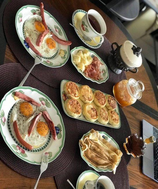 Алексей Самсонов показал шикарный завтрак, который ему приготовил жена