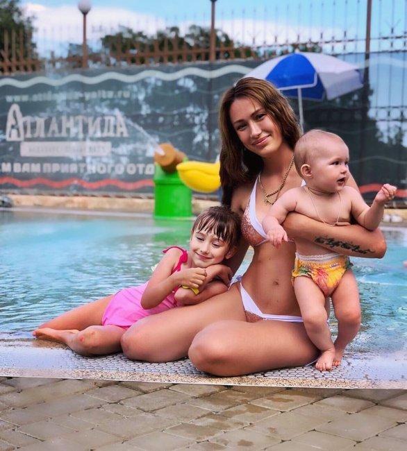 Фотоподборка Алёны Ашмариной с отдыха с дочками в Ялте