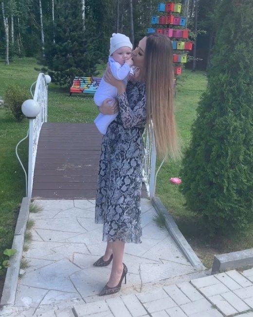Фотоподборка с дня, когда Богдану Савкину исполнилось 5 месяцев