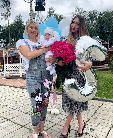 Алена Савкина совсем не уважает свою мать