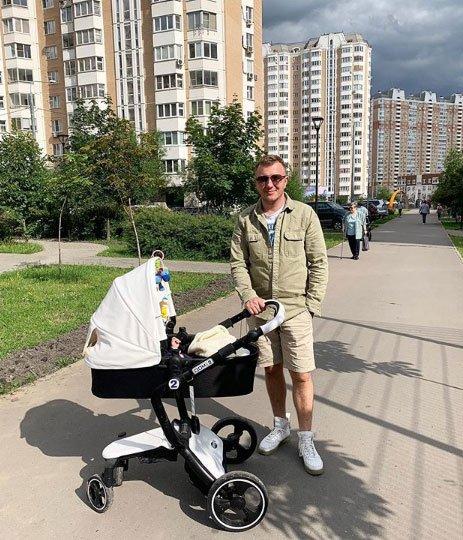 Илья Яббаров строит из себя обеспеченного мужчину