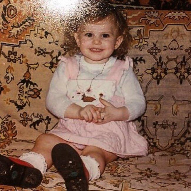Саша Артемова показала свое фото из раннего детства