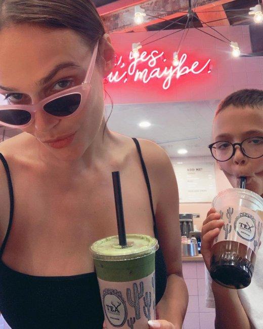 Алена Водонаева не пустит сына в третий класс
