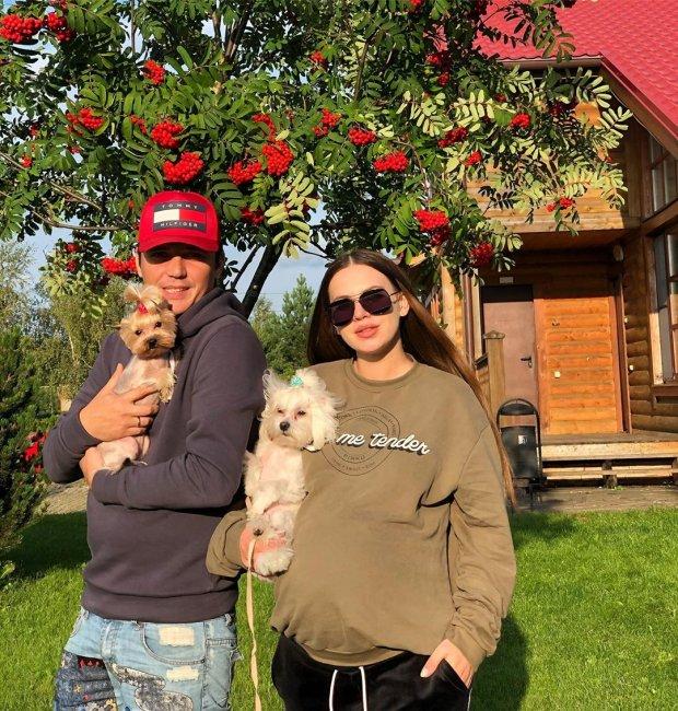 Саша Артемова наконец-то определилась с роддомом