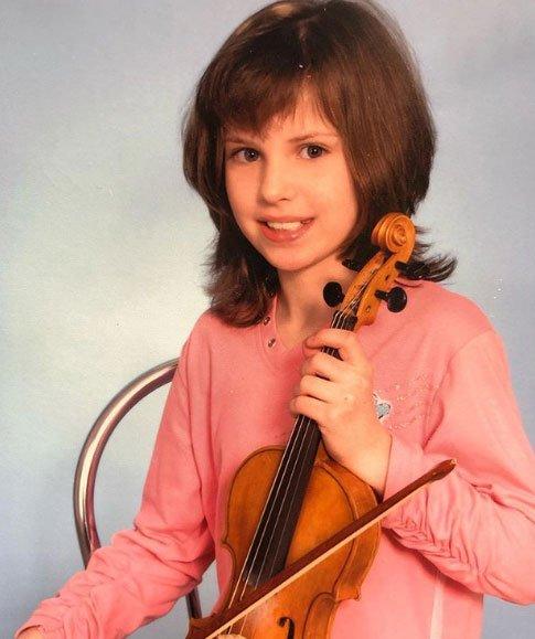 Саша Артемова показала, как выглядела в 4-ом классе