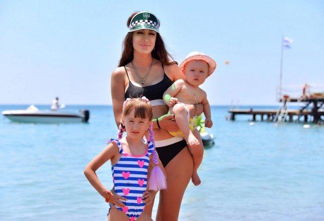 Фотоподборка Алены Ашмариной с детьми во время отдыха в Турции