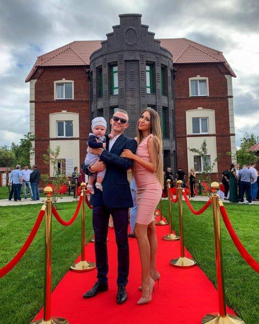Пользователи выяснили, что жениха Алены Савкиной зовут вовсе не Роман Макеев