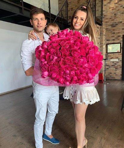 Оля и Дима Дмитренко на камеру строят из себя идеальную семью