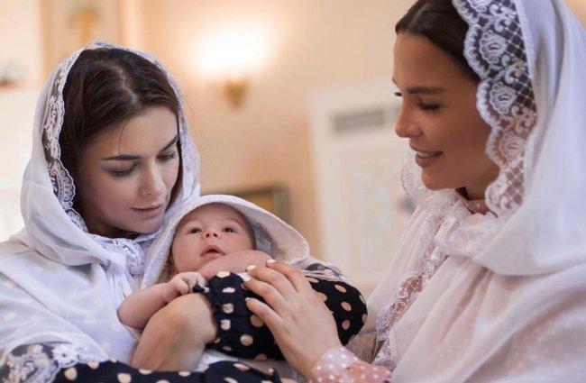Фотоподборка с крещения сына Екатерины Колисниченко
