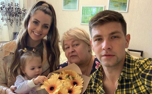 Мама Димы Дмитренко правильно делает, что не ведется на уловки Оли Рапунцель
