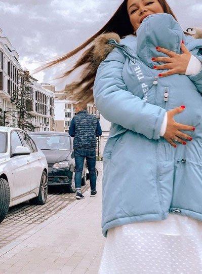 Фотосессия Кати Колисниченко с сыном на руках