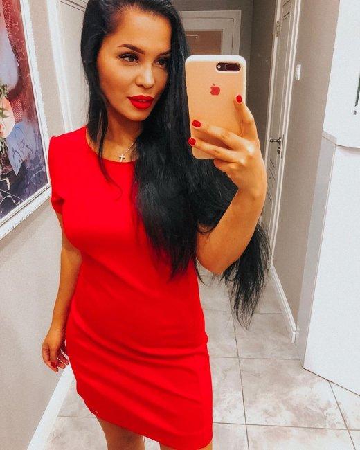 Похудевшая Юля Салибекова примерила красное платье