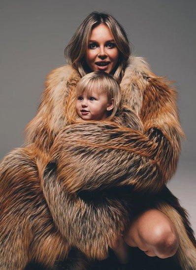 Фотосессия Анастасии Лисовой с мужем и дочкой