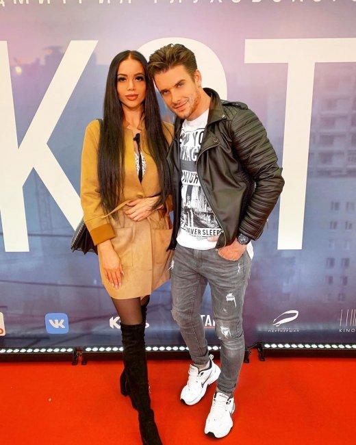 Женя Ромашов хочет жениться на Юле Белой