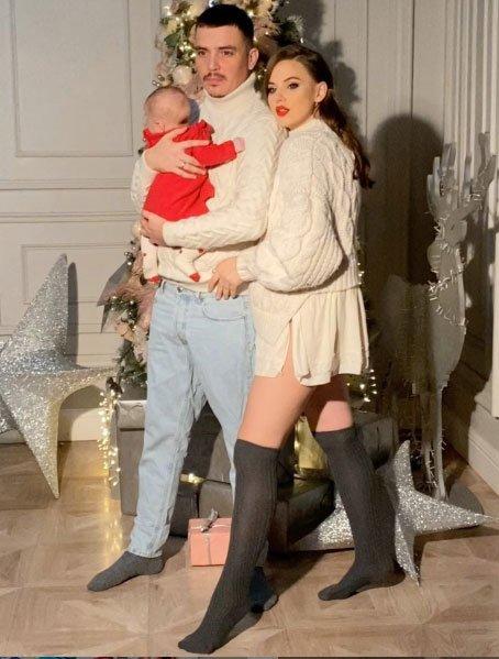 Первая рождественская фотосессии Саши и Жени Кузиных с дочкой